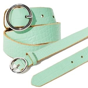 Urban Outfitters Croc Circle 100% Leather Belt